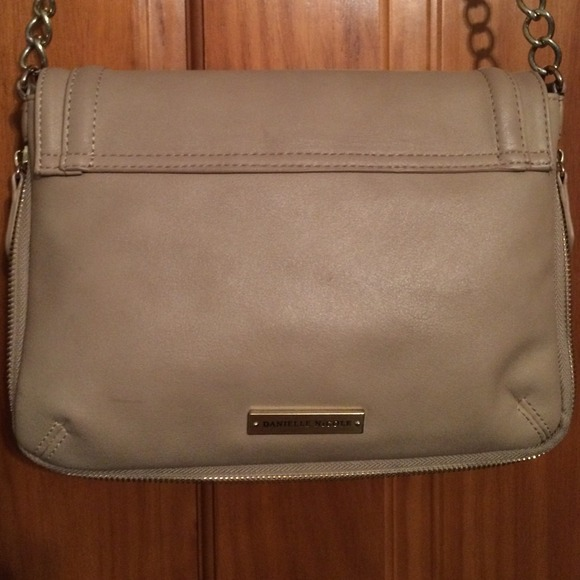 Bags - A tan Danielle Nicole cross body purse