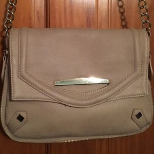 Bags - A tan Danielle Nicole cross body purse