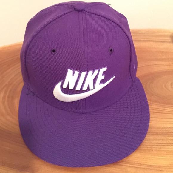 Nike Futura True 2 snapback purple hat. M 548384106474b9536c1add0b bb8f14c56a8