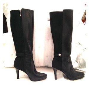 Tahari zip up boots.