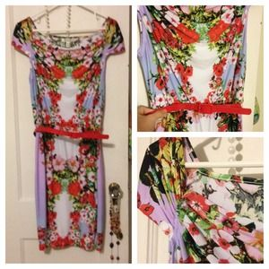 Dresses & Skirts - Lovely floral mirror dress