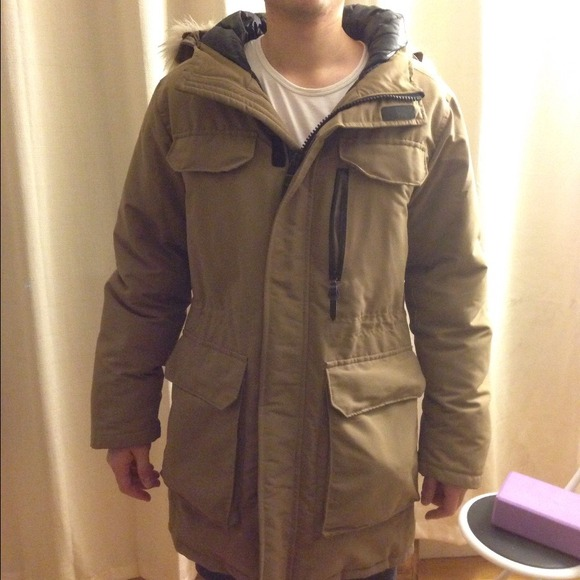 43cd9395c62 Uniqlo men size medium down & feather winter parka.  M_5483c2ed9dd0eb054e050b03