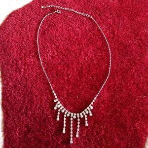 Jewelry - Rhinestone dressy necklace
