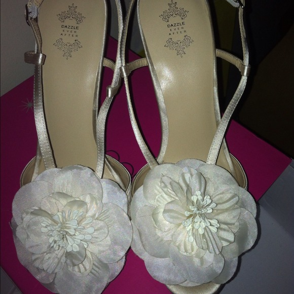 Shoe dazzle shoes nwt dazzle ever after off white flower heels nwt dazzle ever after off white flower heels mightylinksfo
