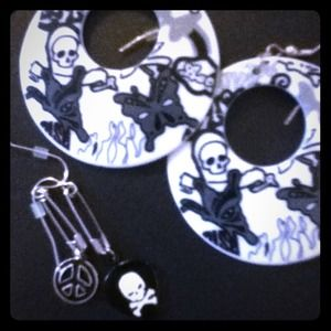 Claire's Jewelry - Skull punk earring bundle