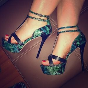 Shoe Dazzle Shoes - 👠🐉Teal faux snake skin sandal👠🐉 size 9