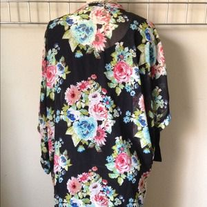 Private Label Jackets & Coats - Floral kimono w/ fringes