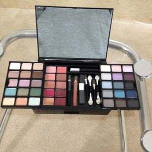 Victoria's Secret eyeshadow and lip pallet