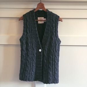 H&M Sweaters - ✨🆕 H&M cable knit grey flare vest EUC