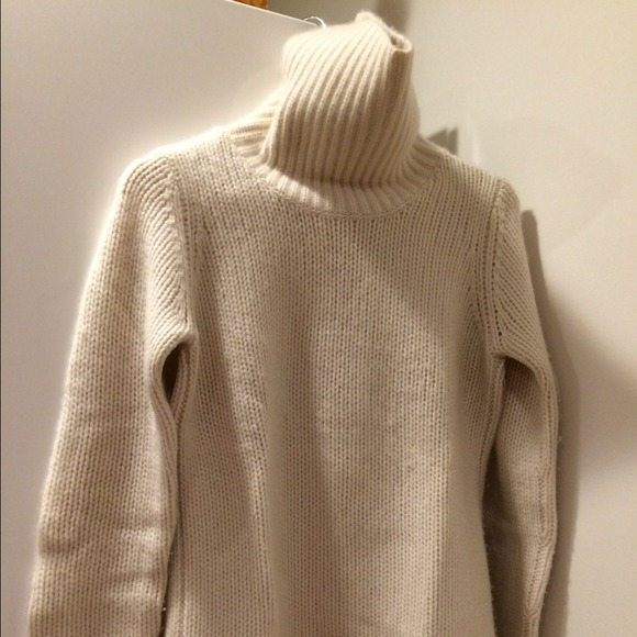 69593f71f9 New Scotland Cashmere Ivory Turtleneck Sweater. M 54867cdeb1760d05580662b4