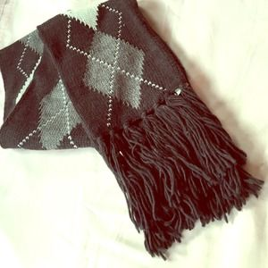 Accessories - NWT Cozy Argyle Scarf
