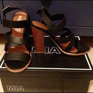 New in box MIA sandals black with block heel Sz 8