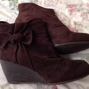 Brown suede booties never worn excellent condition