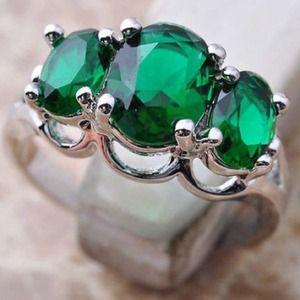 Jewelry - ‼️Emerald ring