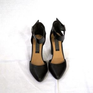 Urban outfitter'a brand Denna and Ozzy heels