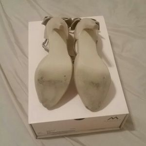 18400213e77 Shoe Dazzle Shoes - Sharla Heels by Shoe Dazzle. Nude with bows size 6