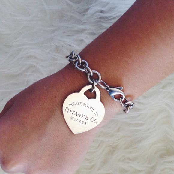 5880ede63 ON HOLD Tiffany & Co Large Heart Tag Bracelet. M_54888287bb27a44dfc07003d
