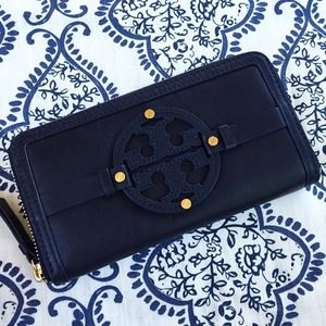 Tory Burch Holly Zip Continental Wallet