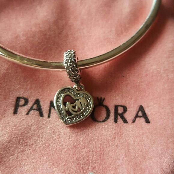 6271aa75fcd Pandora Center Of My Heart. M_58c454fef739bce30300322f