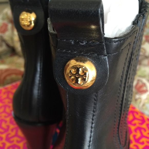 295a026c9707 Nearly New Tory Burch Troy Booties in Size 10. M 5488e6219da25955ce0a3129