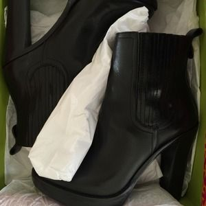 170b6a65f7e1 Tory Burch Shoes - Nearly New Tory Burch Troy Booties in Size 10
