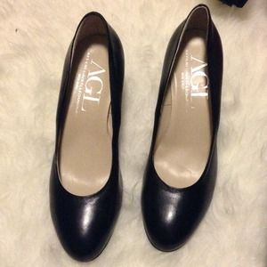 AGL Black Pumps