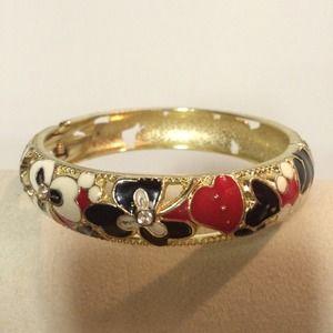 Jewelry - Clasp Metal Bracelet / Bangle