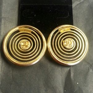 Vintage Chanel swirly clip-on