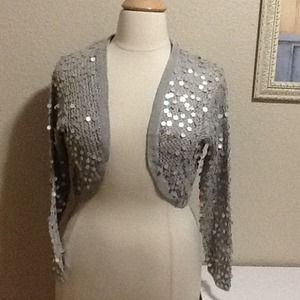 New York & Company Tops - SALE💥 Silver knit shrug with sparkle