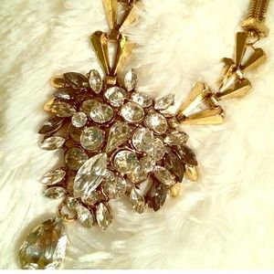 Jewelry - Vintage Inspired Brooch Necklace