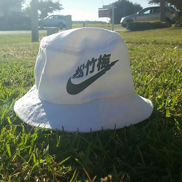 Nike Rare Air Bucket Hat. M 548ca5a04a581e494b1ab499 016d98155a4