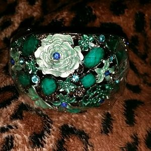 Jewelry - Grey green flowery bracelet