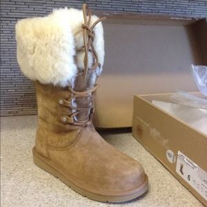 UGG Boots - AUTHENTIC Ugg Australia lace up boots w/ fur