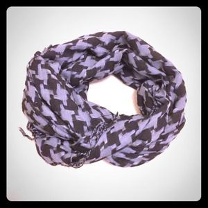 Black/Gray Houndstooth Scarf