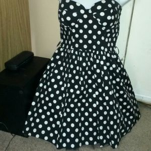 black and white polk a dot dress,