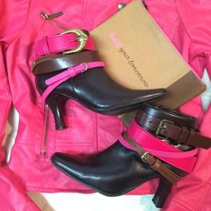 ❎  Belted booties, brown and pink.