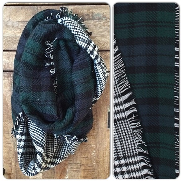 Accessories - ⭐️LAST ONE⭐️Plaid/HoundTooth Fringe Infinity Scarf