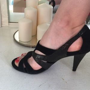 Kenneth Cole Reaction Shoes - Kenneth Cole Cutout heels!