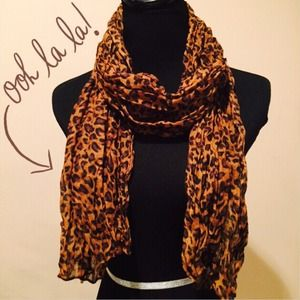 Accessories - NEW Lightweight Leopard Crinkle Scarf in Coffee