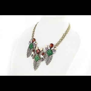 Sparkle statement necklace with leaf pendants