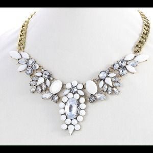 Jewelry - White and clear crystal statement necklace