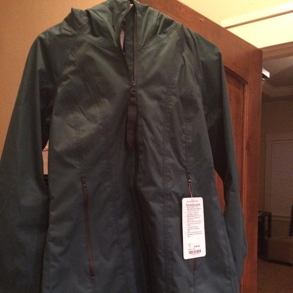lululemon athletica - Lululemon right as rain jacket fuel green ...