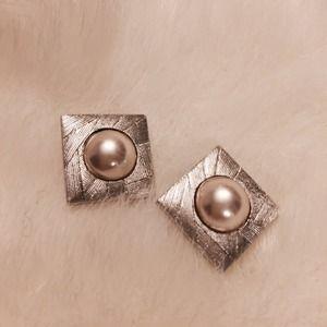 Jewelry - Wow..Fashion earring