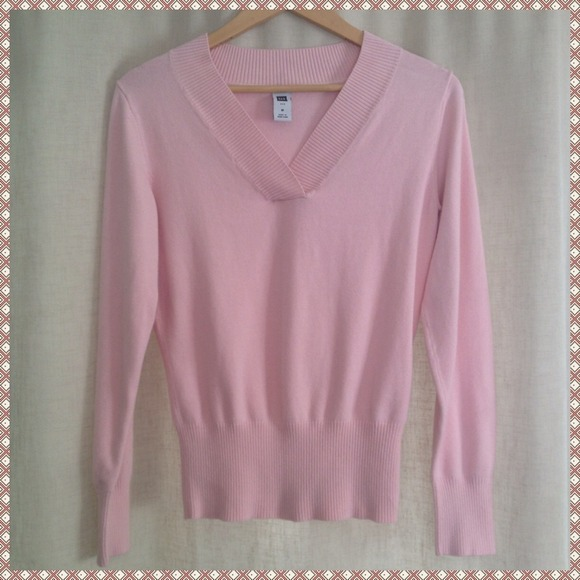GAP - 💕GIFTED💕 GAP Stretch Light Pink V-Neck Sweater from ...