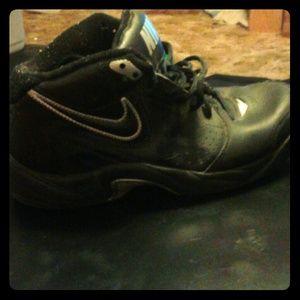 Nike black basketball shoes