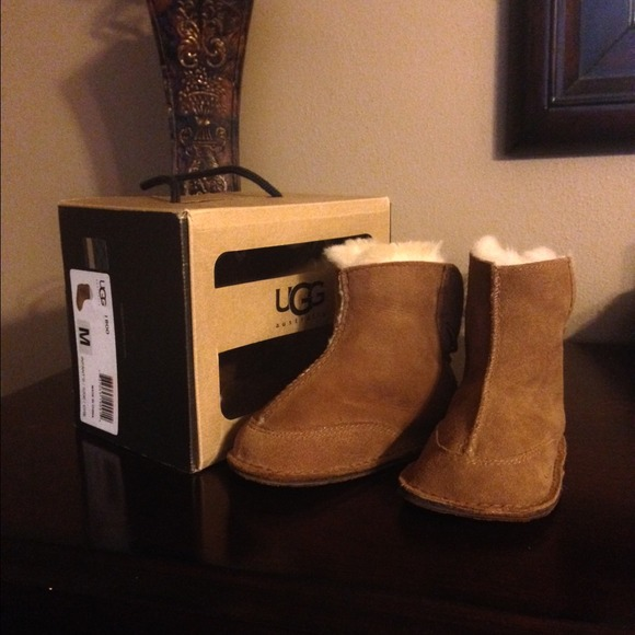 8ef38ef27d4 💯% Authentic Baby UGG