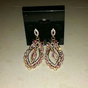 Jewelry - Long design earing