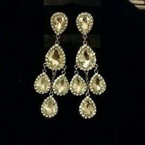 Jewelry - 5 diamonds earing