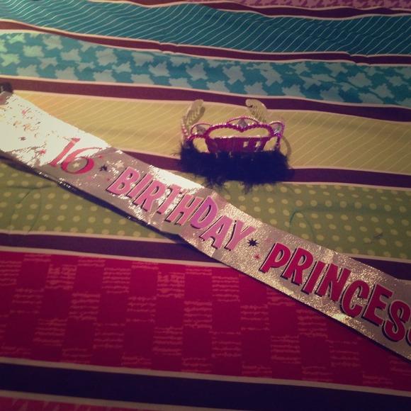 Sweet sixteen 16 birthday kit sash & crown 💕💗💕