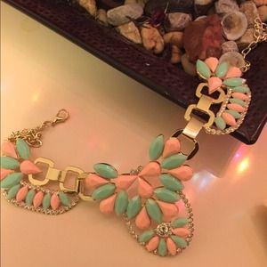 Jewelry - Beautiful glam chunky statement necklace